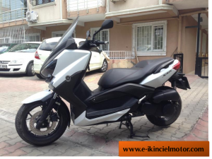 2.The Yamaha xmax 400 abs
